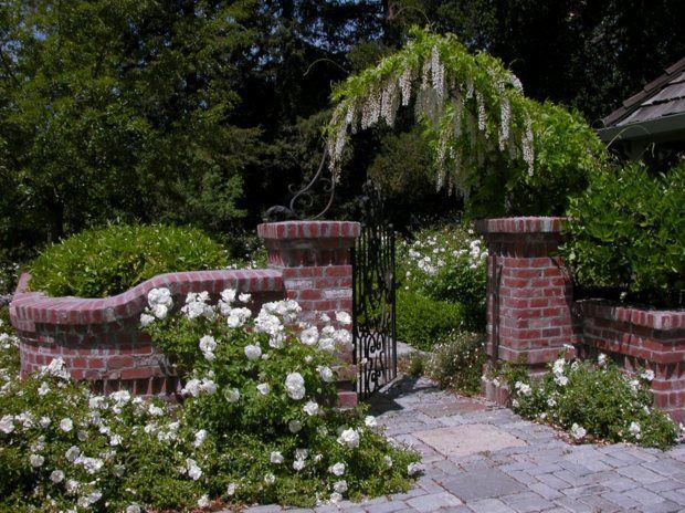 blauschwingel gartentor eingang ziegel gartenzaun | garten, Gartenarbeit ideen