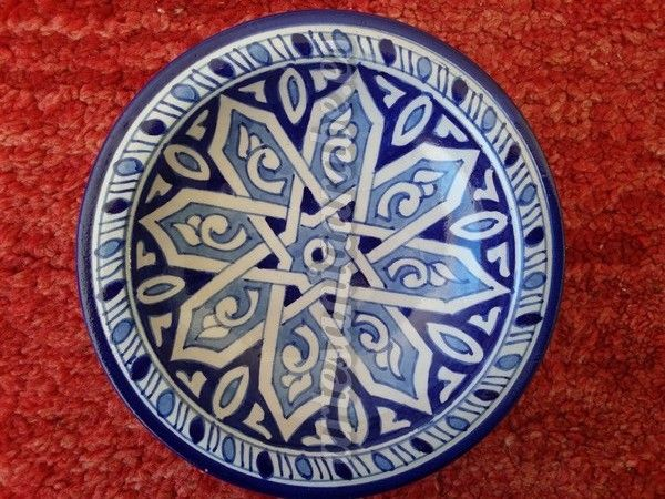 Plato de cermica Hecho y pintado a mano en marruecos  Artesana rabe y decoracin marroqu  White Silver  Blue Arabian Decor en 2019