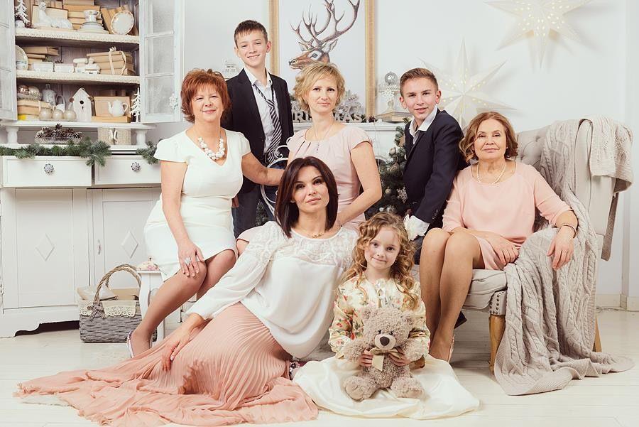 Семейное фото у камина
