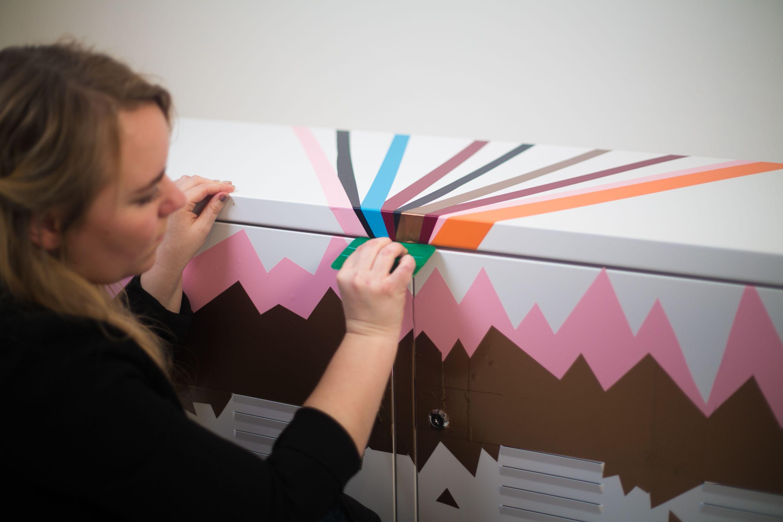 Stine fra ArtRebels har gjort sit IKEA PS skab personligt med folie.