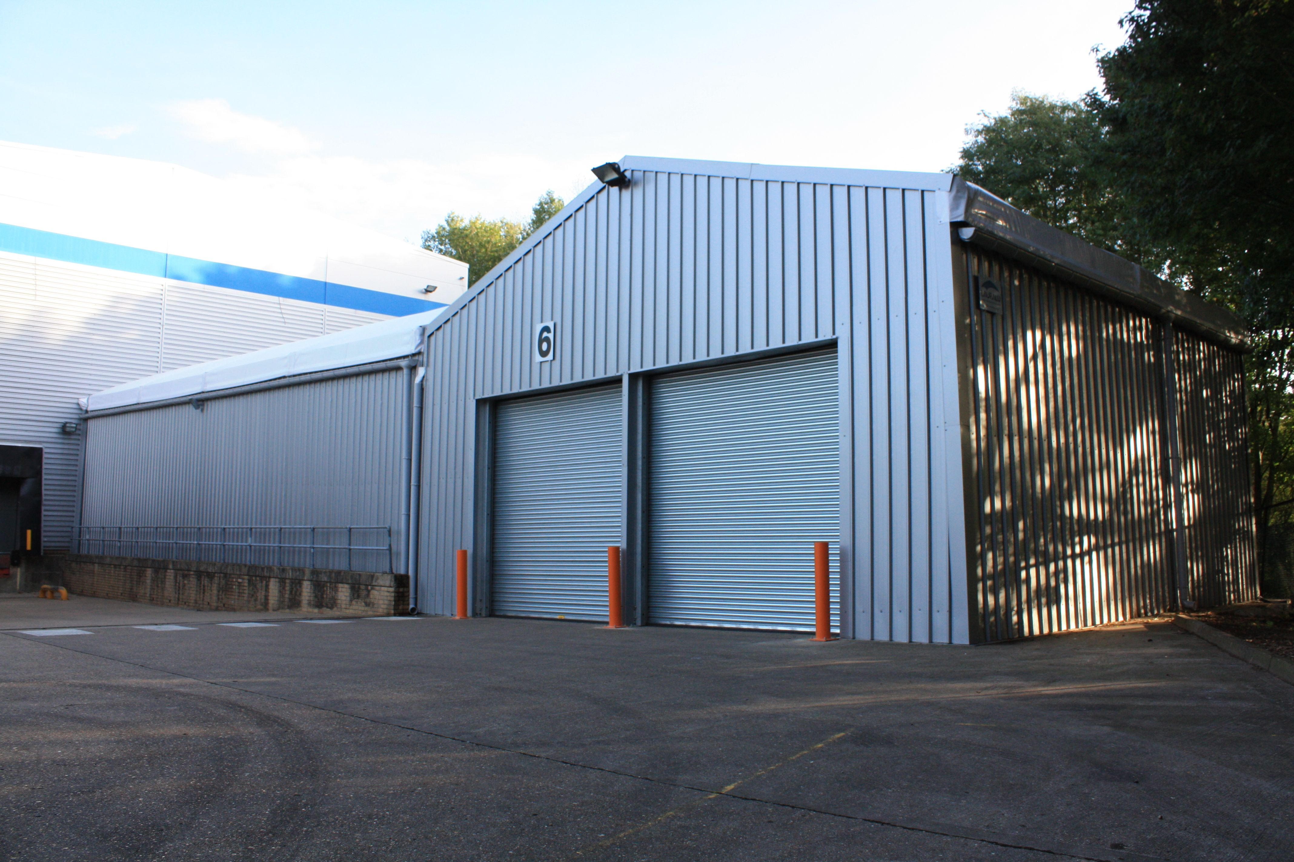 Installation of a temporary #storage and logistics structure in # MiltonKeynes. & Installation of a temporary #storage and logistics structure in ...
