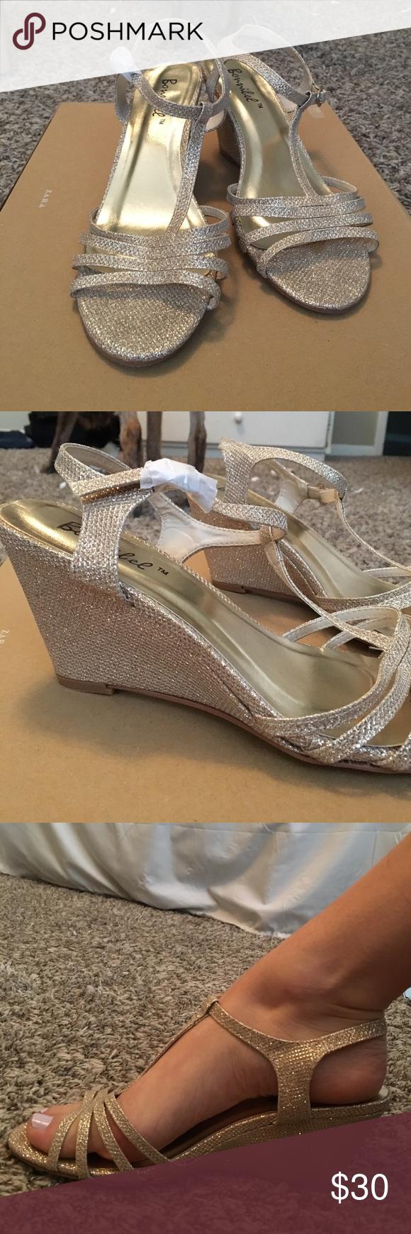 CHAMPAGNE BONNIBEL 8.5 GLITTER SANDAL HEELS Perfect condition, never worn heels. bonnibel Shoes Heels