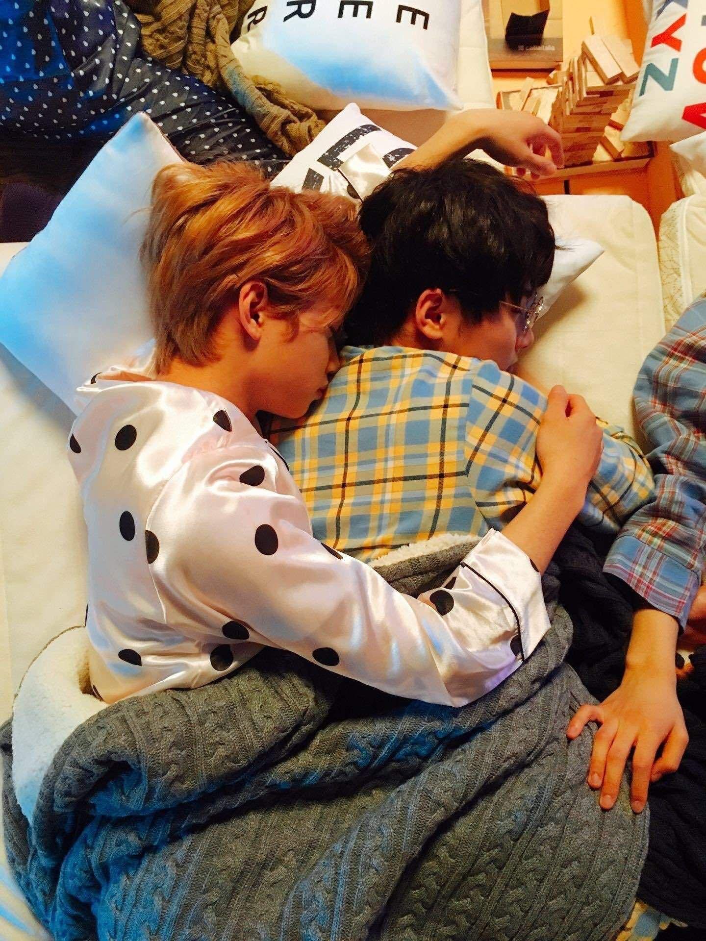 Stray Kids Sleeping Habits Educational K Pop Amino Kids Sleep Felix Stray Kids Kids And Parenting