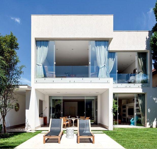 Fachada de casa com janelas de vidro temperado blindex for Casa para herramientas de pvc