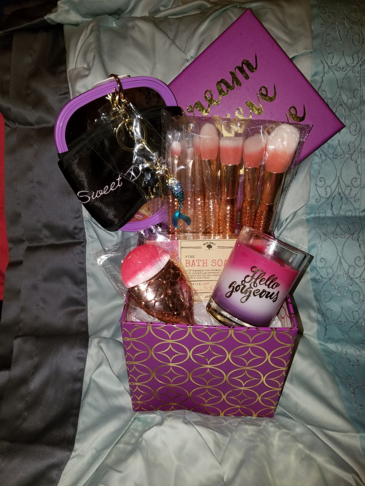 Pin By 𝕞𝕒𝕣𝕤 𝕖𝕝𝕪𝕤𝕖 On Gifts In 2020 Makeup Gifts Basket Birthday Gift Baskets Friend Birthday Gifts