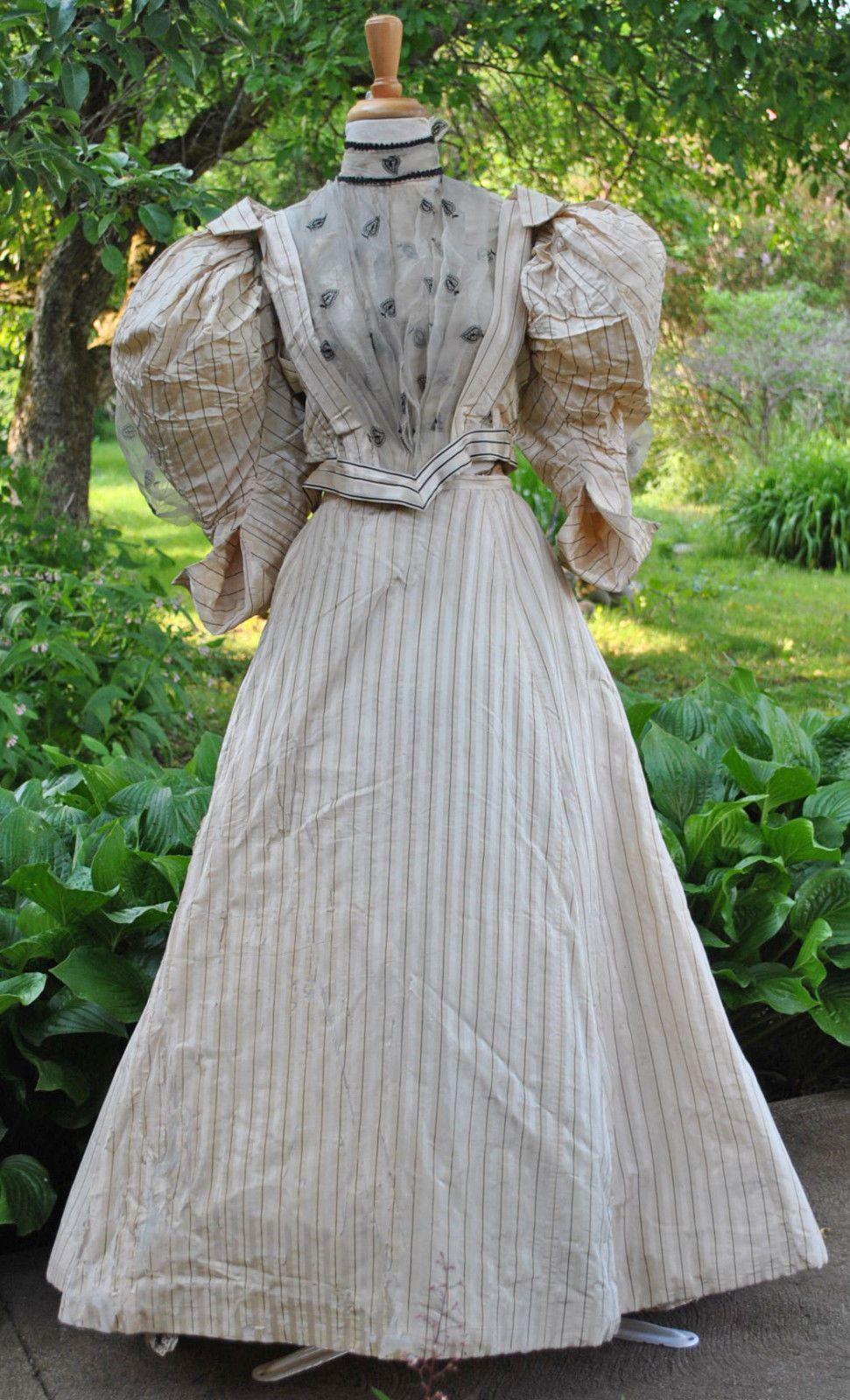 Extant Garments Gowns Dresses Outfits Antique History Historical Textiles Fashion Victorian Edwardian 18 1890 Fashion 1890s Day Dress Antique Dress [ 1600 x 971 Pixel ]