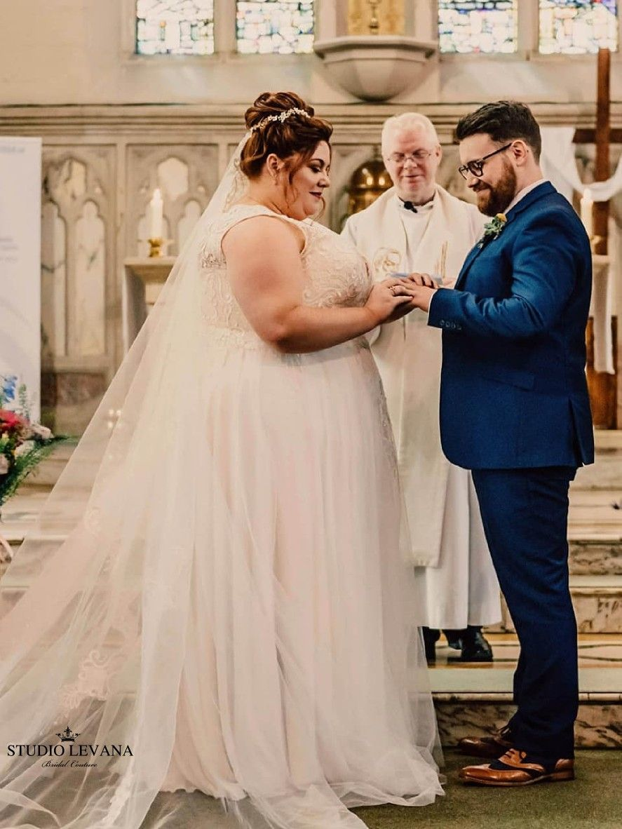 Gorgeous Real Bride Down The Aisle In A Classic Plus Size Tracie Wedding Dress By Studio Levana Wedding Dresses Plus Size Brides Plus Size Wedding Gowns [ 1182 x 887 Pixel ]