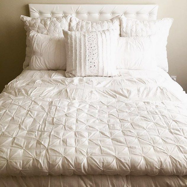 Hello, #Saturday. We'll be here for a while this morning, k? #sleepin #lazyweekend (Photo of our Isabelle Tufted Voile Quilt via @malllbaby)