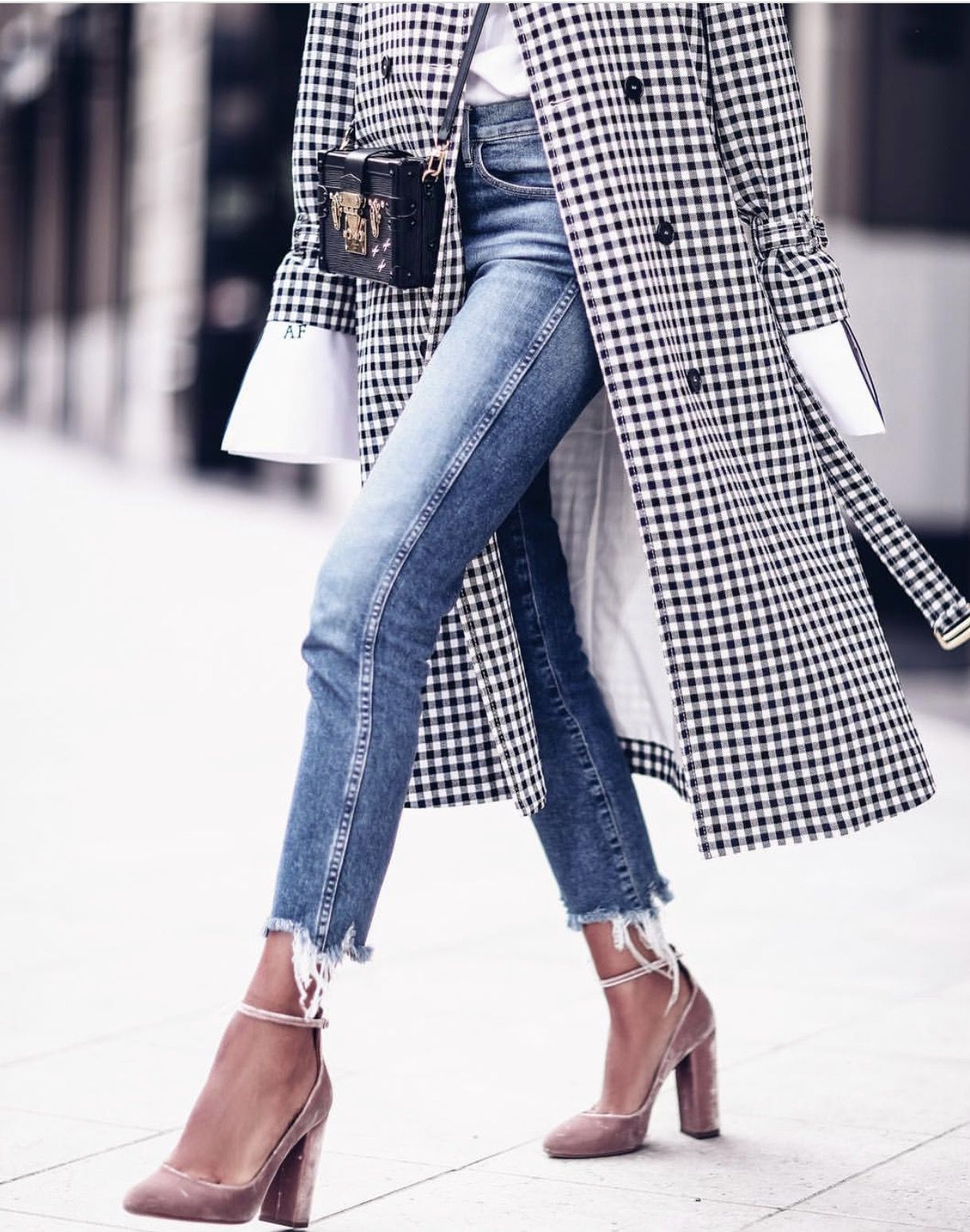 Frayed hem jeans and gingham trench spring summer Fashion street style pinterest
