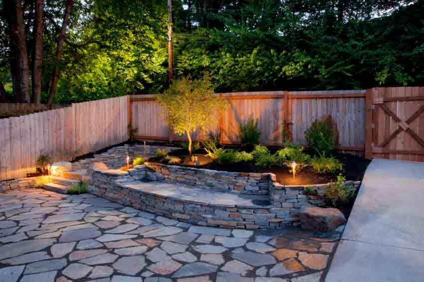 Mediterraner Garten mit Beleuchtung und Steintreppe Garten