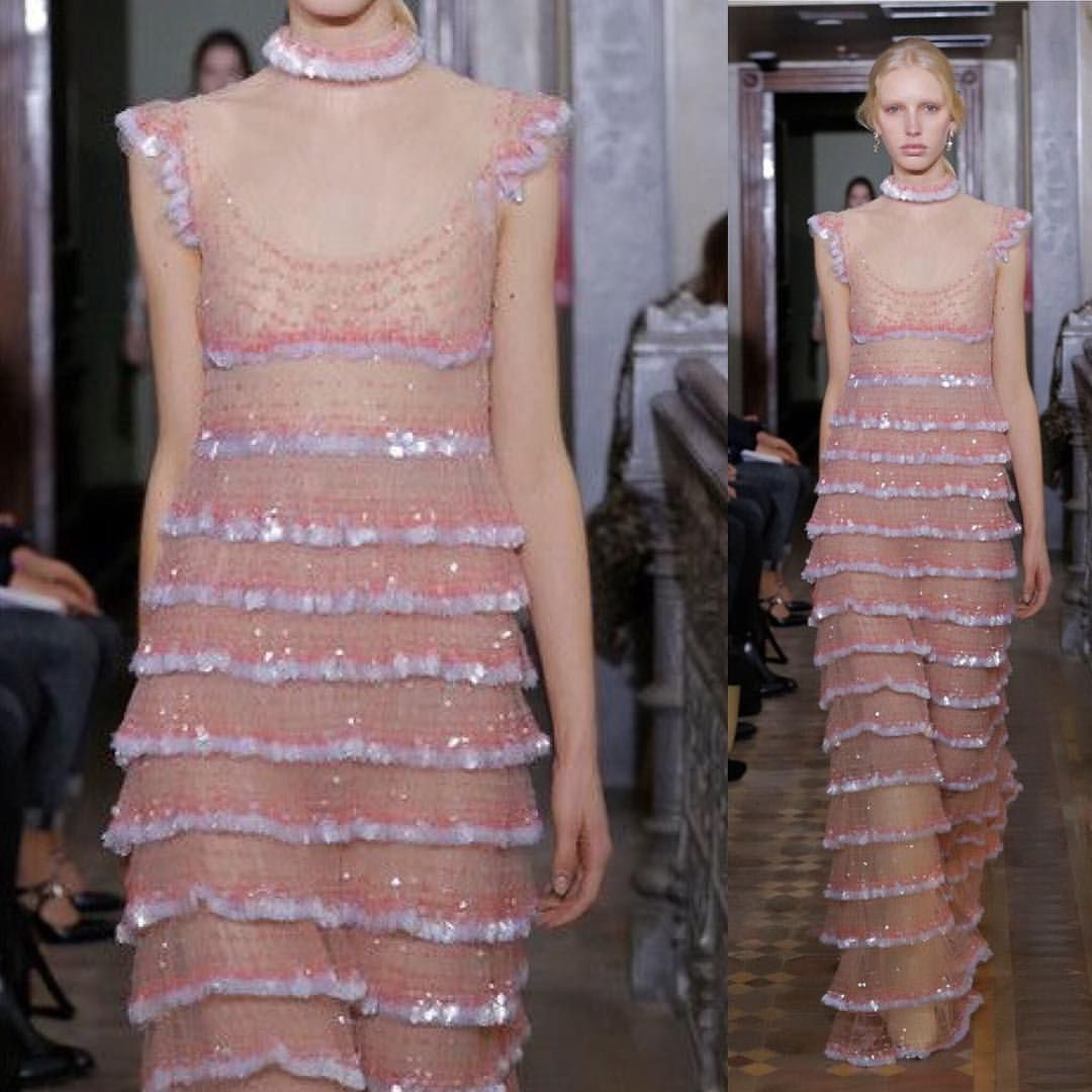 """3,350 Likes, 9 Comments - Maite Amezquita (@couturefeast) on Instagram: """"Valentino Pre Fall 2017 @maisonvalentino // #fashion #art #couture #fashionweek #runway #style…"""""""