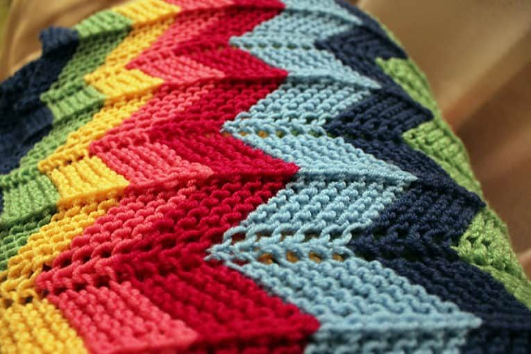 Zig Zag Knitted Blanket Pattern Video   Blankets   Pinterest   Zig ...