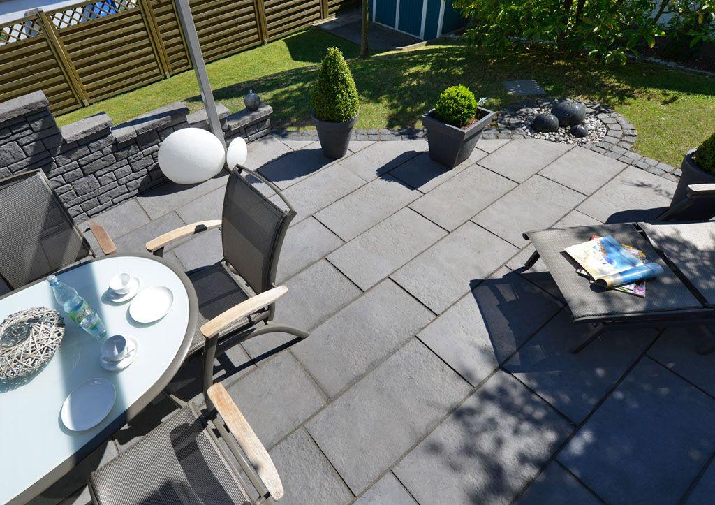 Yorktown Wie Von Hand Gearbeitet Die Feine Oberflachenstruktur Der Yorktown Terrassenplatten Wirken Terrassenplatten Terrassengestaltung Gartendesign Ideen