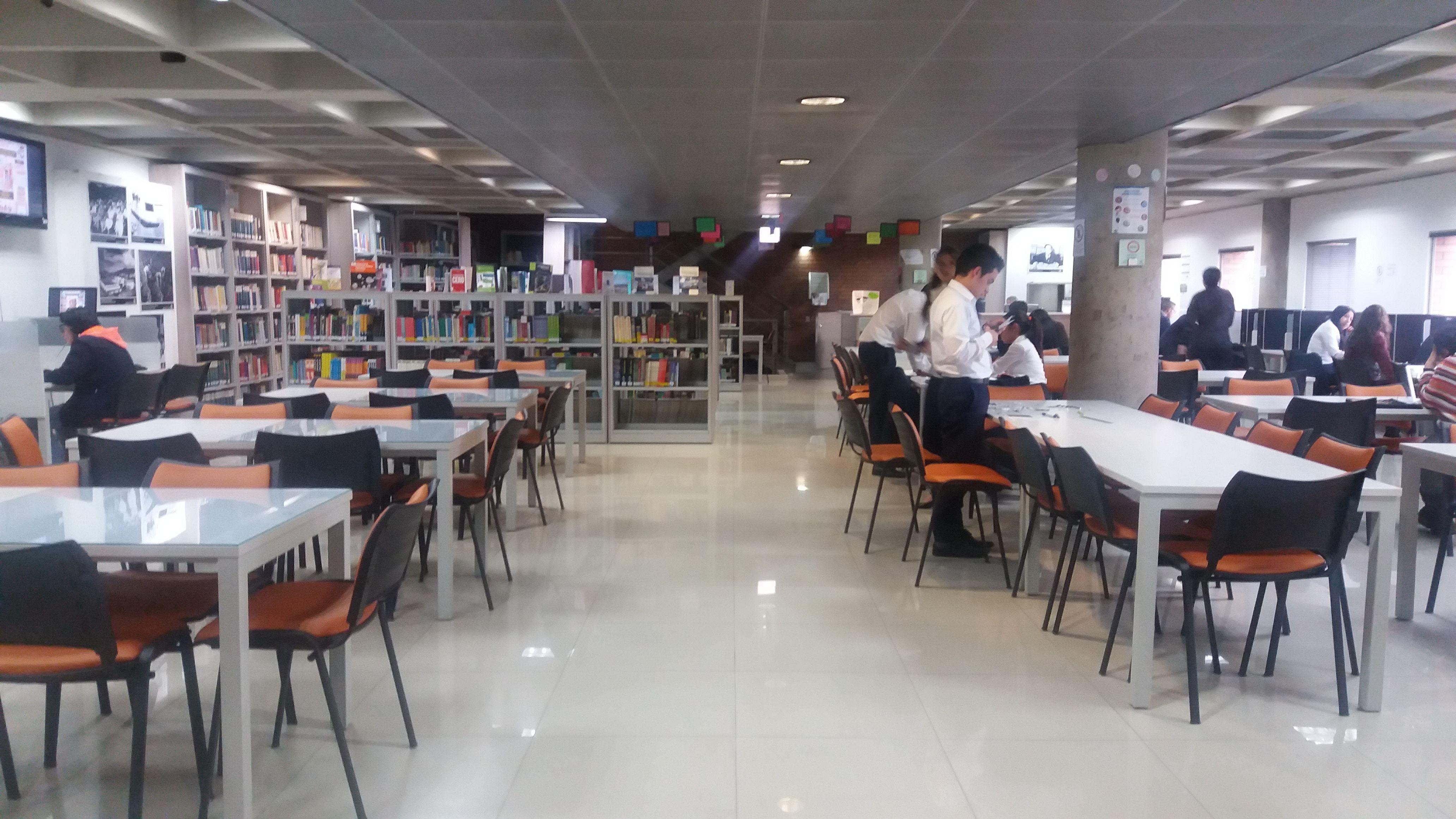 Primer Piso Biblioteca