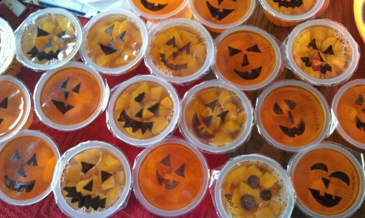 Pinterest idea healthy fruit cups to send into Ayden\u0027s class for - halloween treat ideas for school parties
