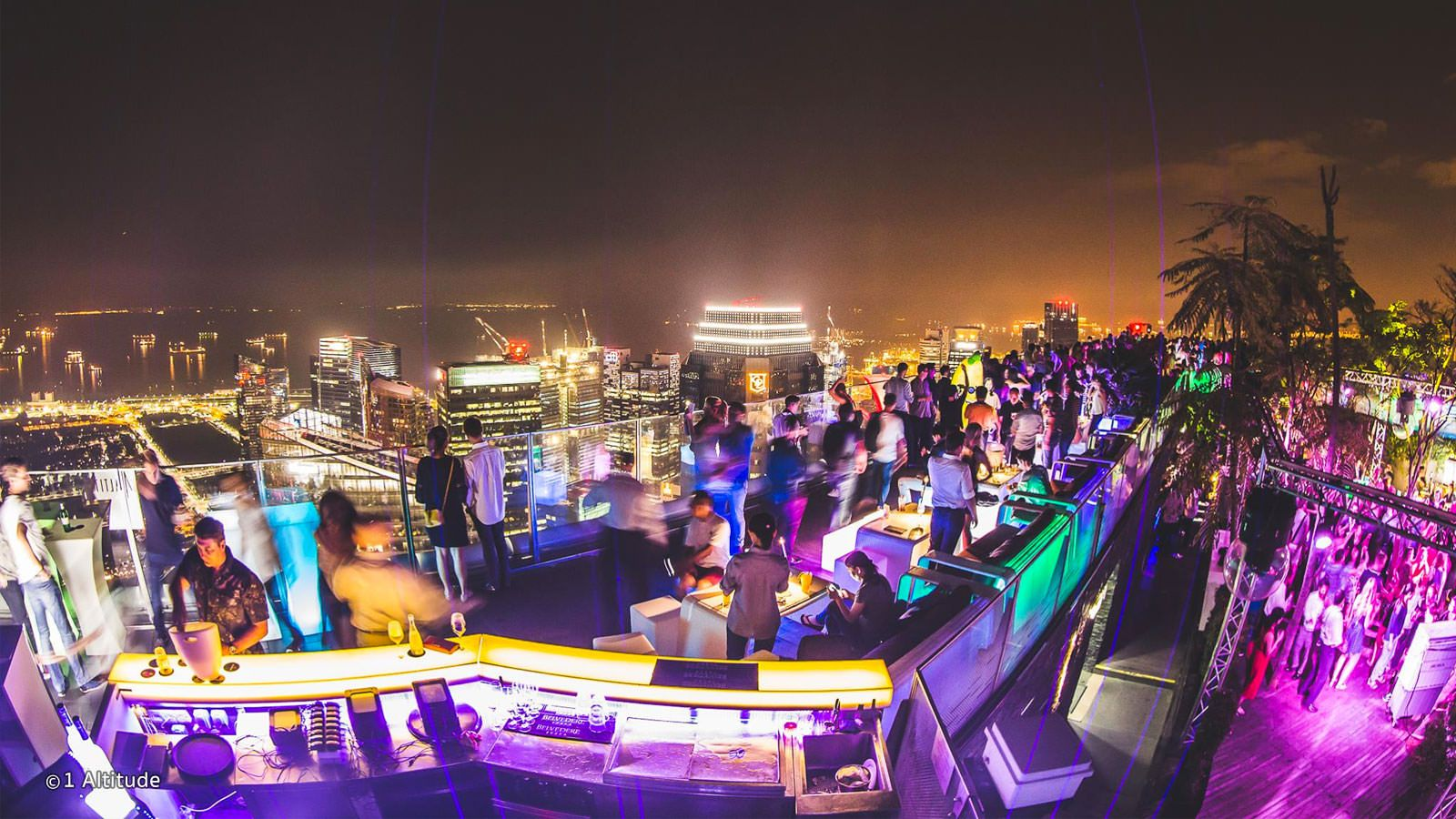 1 Altitude Boasts The Highest Views In Singapore And Arguably Some Of The Best This Bar On The 63rd Floor Of One Raffles Singapore Singapore Guide Alfresco