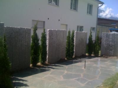 Granitstelen Als Sichtschutz In Beton Versetzt Garten Pinterest