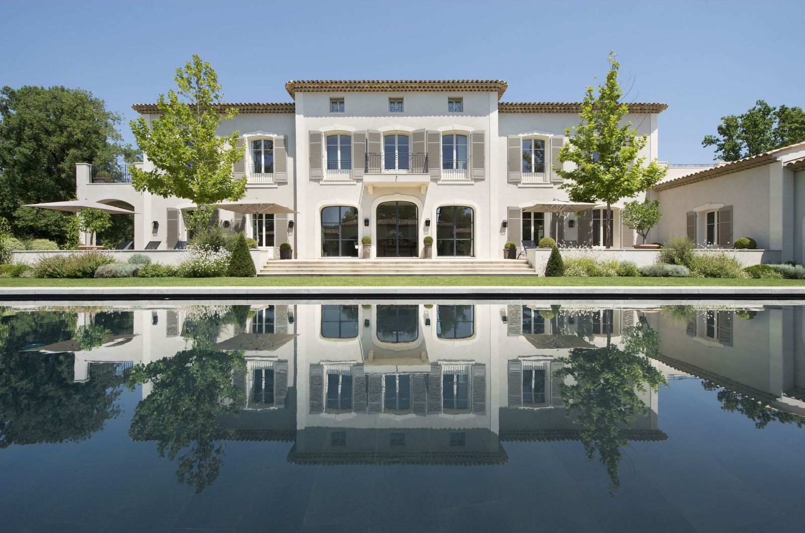 Chic Travel: 5 Gorgeous Villas in The South of France photo