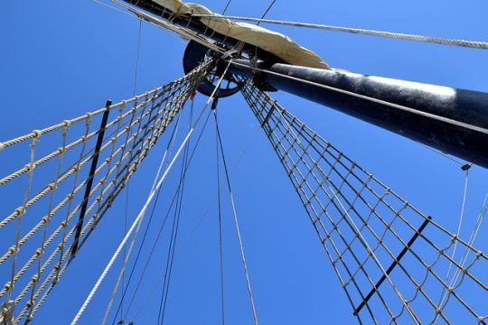 61- La Victoria, premier navire à effectuer le tour du monde.- MAGELLAN: Ce dernier, informé des faiblesses des Européens restés sans chef après la mort de Magellan, estime le moment opportun pour se débarrasser d'eux.