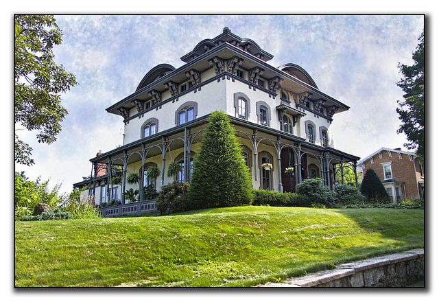 Italianate Victorian Muscatine Iowa Victorian Style Homes Tuscan House Victorian Homes
