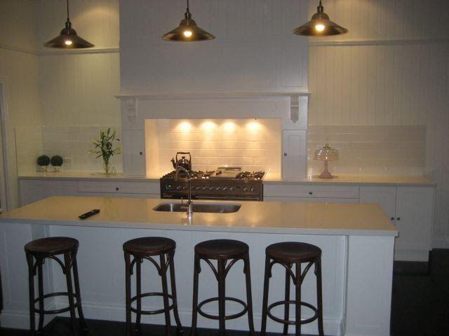 Man får aldri nok kjøkkeninspirasjon sant..?    Bilder: The House that A-M Built  Finnes det noe vakrere enn hvite kjøkken i tre? Ikke i min...
