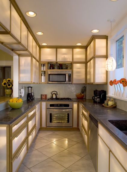 Inside Cabinet Lighting Gives An Interesting Effect By Susan Mcdaniel