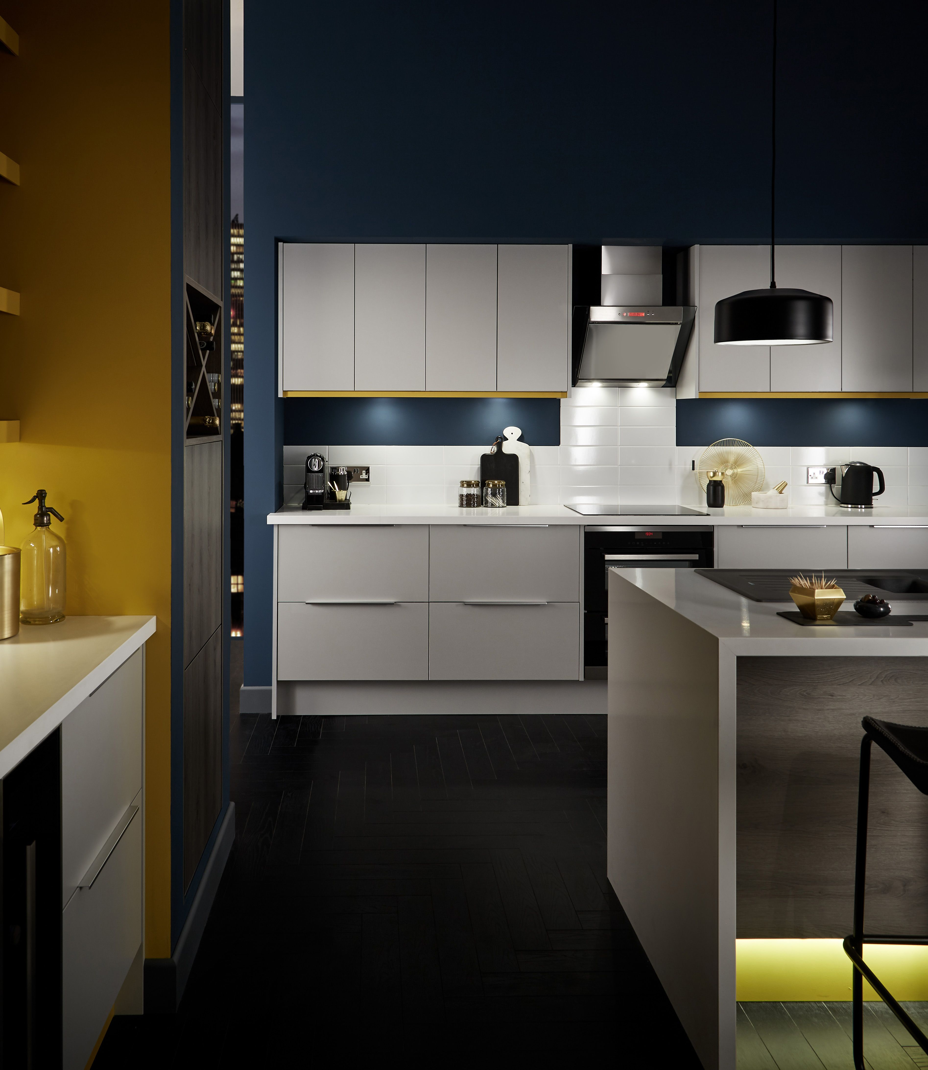 Grey slab kitchen cabinets - A Matt Light Grey Slab Door Is Highly Versatile And Can Be Complemented With Black And