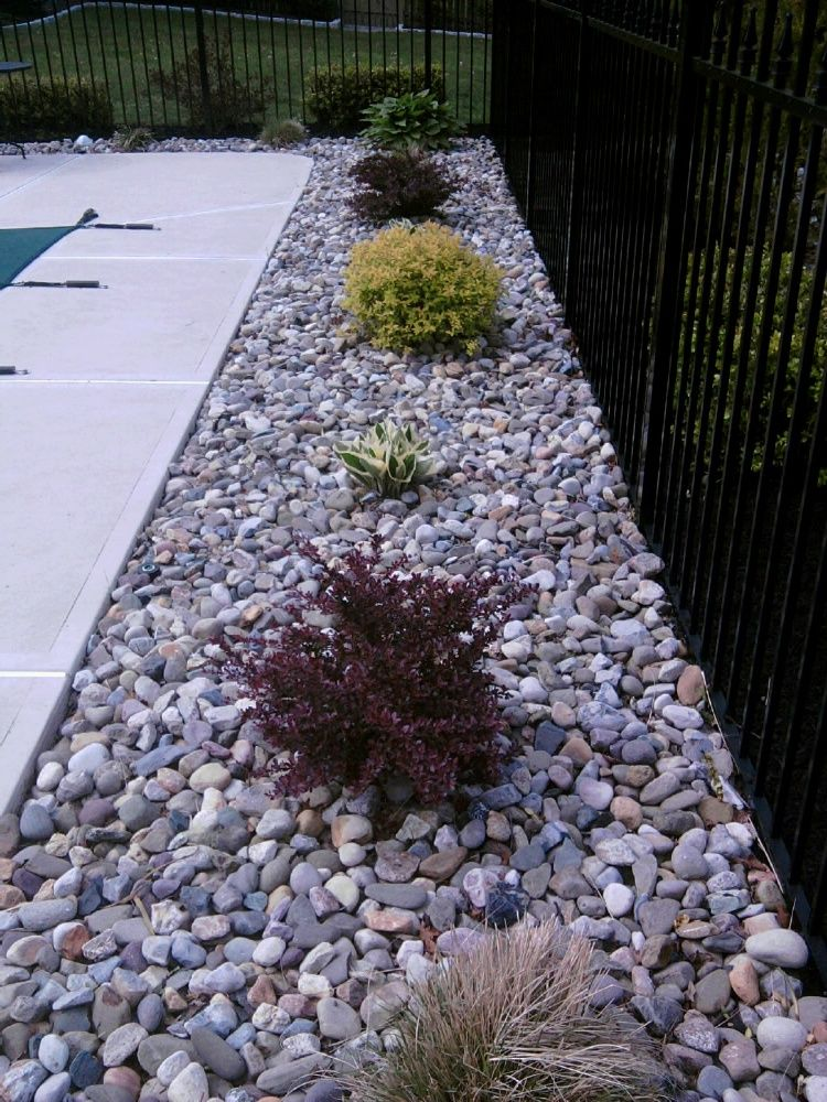 22 beautiful river rock landscaping ideas swimming pools for Landscaping rocks