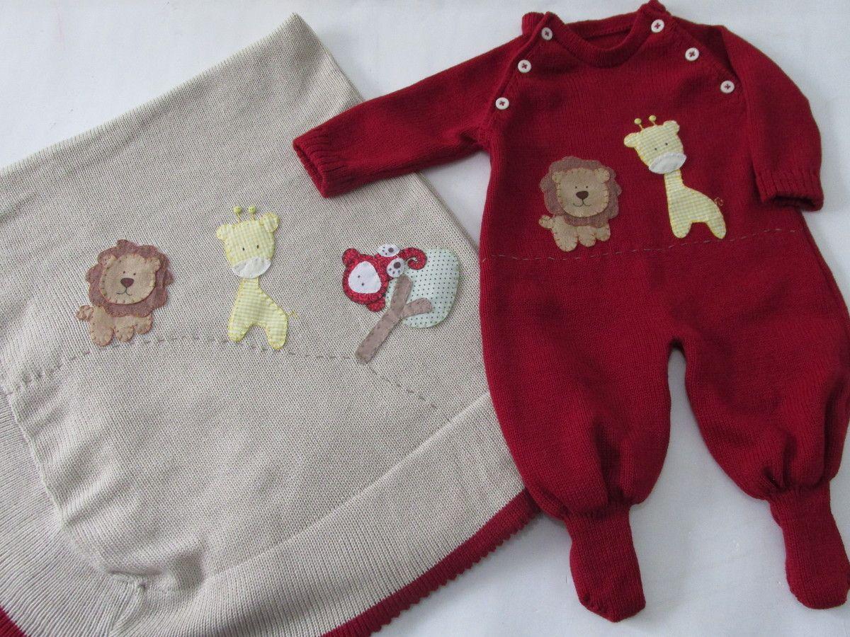 Saída de maternidade é confeccionada artesanalmente em tricô com linha 50 % algodão 50 % acrílico antialérgico, bordada a mão. <br> <br>Macacão e manta. <br> <br> Pode ser alterado o bordado conforme informado na encomenda. <br> <br>Tamanhos: P (indicado para recém nascido de até 4 kg e 5 cm) ou M.