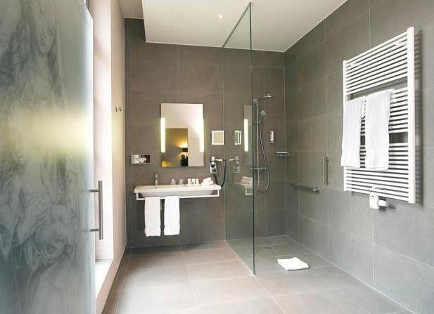 salle d 39 eau r duite pour suite parentale cahier tendances maison. Black Bedroom Furniture Sets. Home Design Ideas