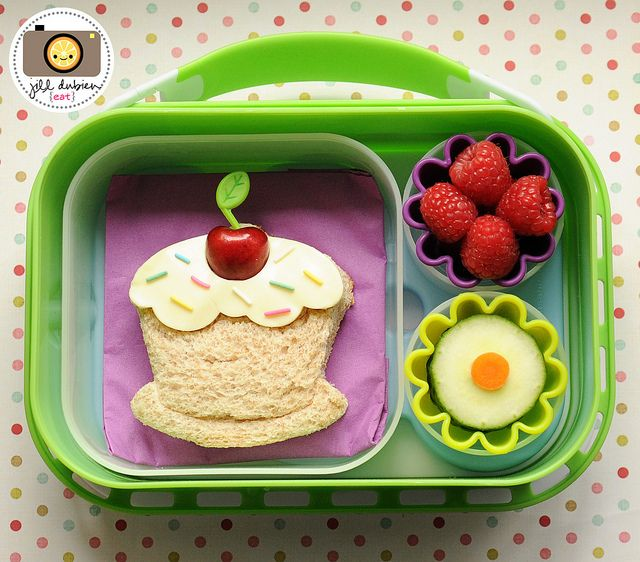 Wow, this mama is the queen of adorable lunches!  Can she come make them for me and my kids too?