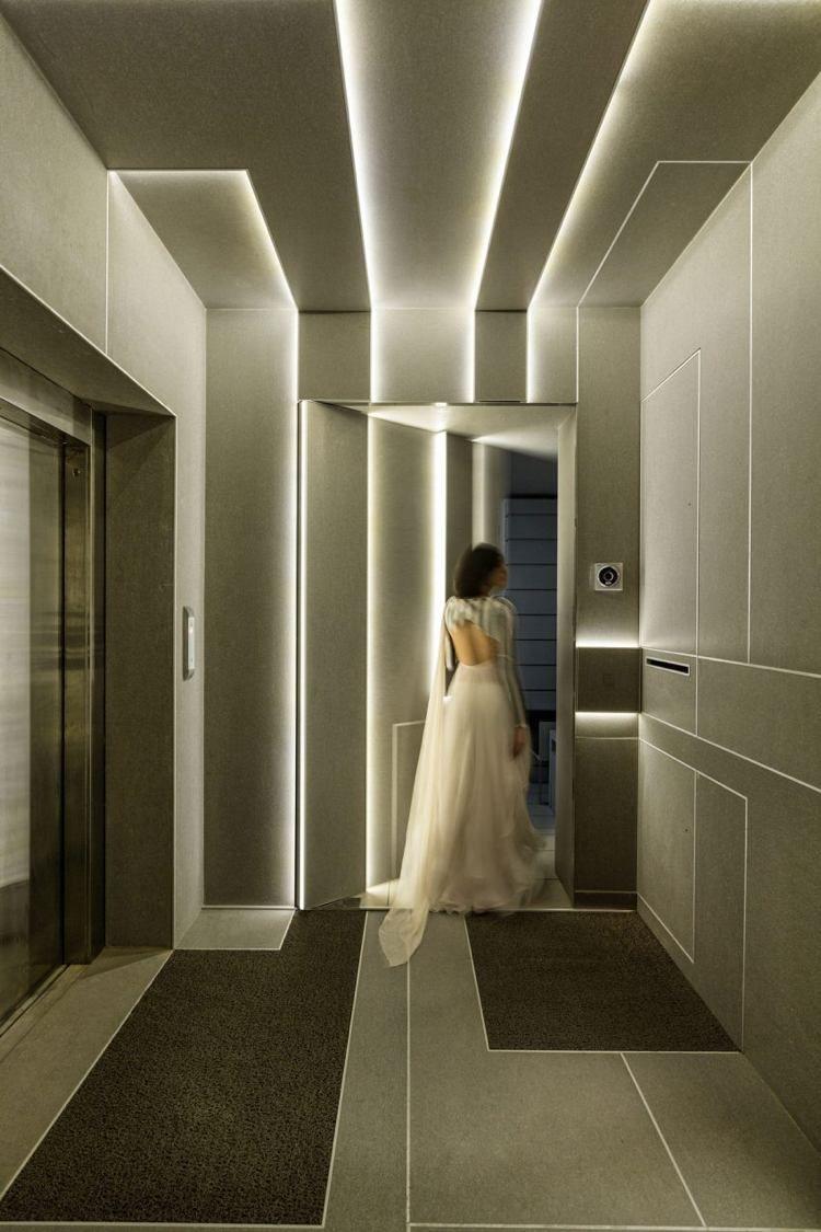 3d Effekte Durch Lichtpaneele Im Flur Futuristisches Schlafzimmer Futuristisches Interieur Abgehangte Decke Design