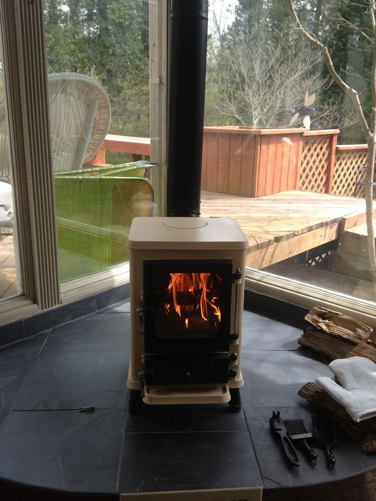 Hobbit stove with rear exit flue  keeps top clear for kettle