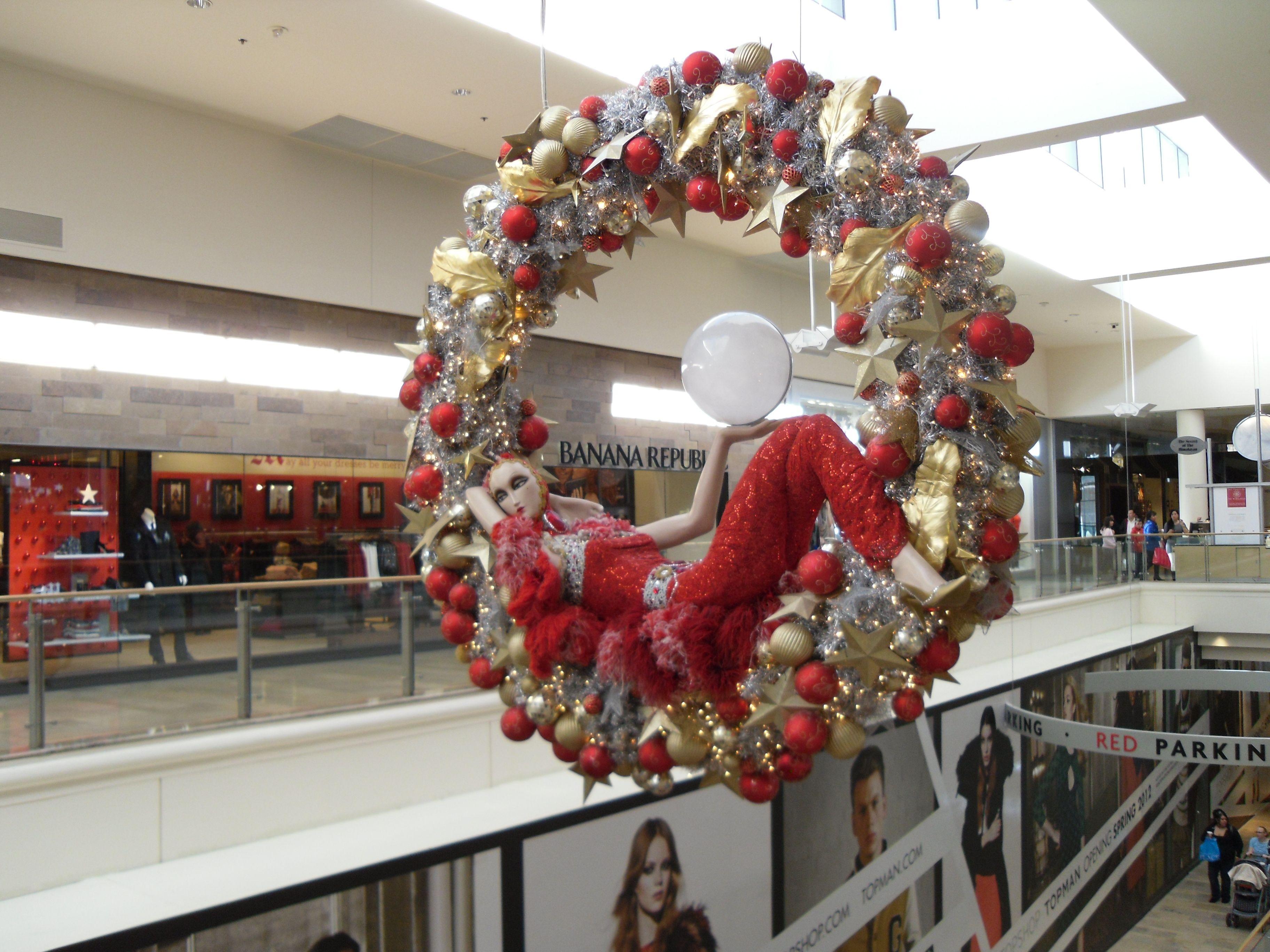 The Fashion Show Mall Christmas Wreaths Holiday Decor Christmas