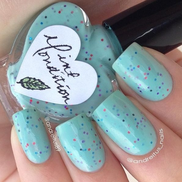 Mint green nails. With a little glitter! Lovee