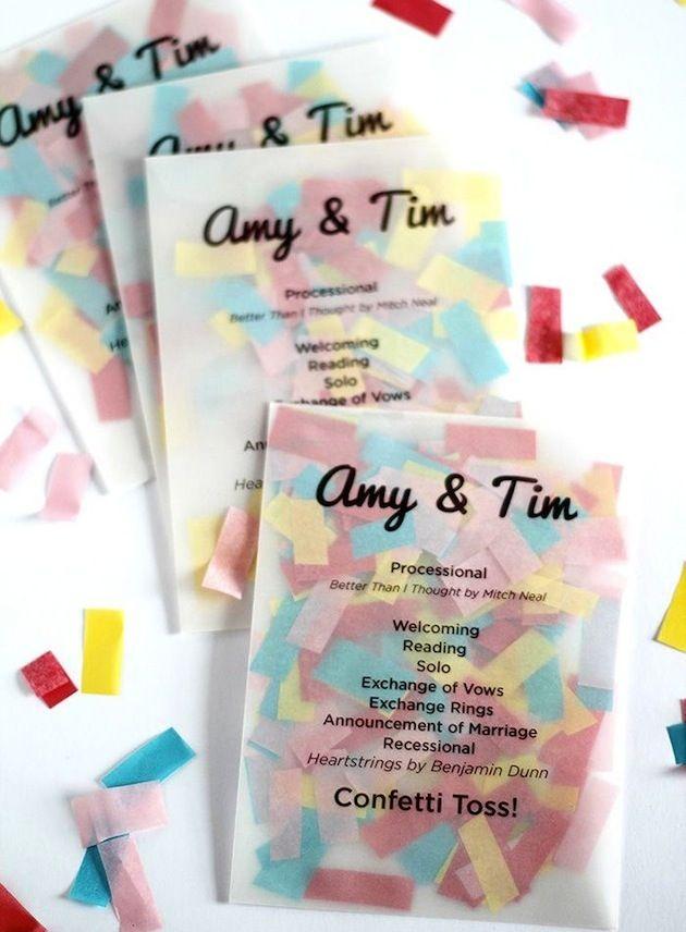 Das Programm der Zeremonie und das Konfetti gleich miteinander kombinieren: spart Papier und sieht super aus