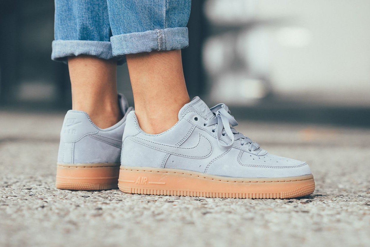 Glacier Grey Coats The Nike Air Force 1 Low | Schuhe