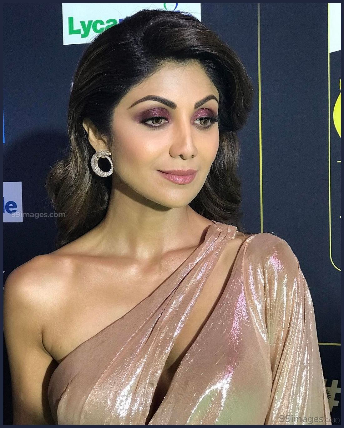 Shilpa Shetty Beautiful Hd Photoshoot Stills  Mobile -7112