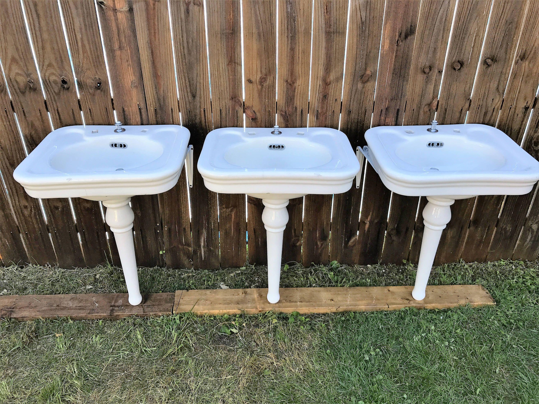 Gorgeous Antique J L Mott Porcelain Peg Leg Bath Sink Sinks Three Available Circa 1904 By Almasfarmhouse On Etsy Gorgeous Antiques Bath Sinks Mott
