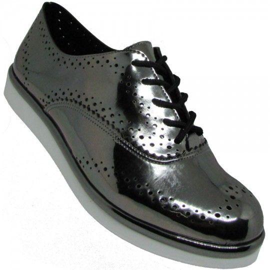 64e46edf66 Sapato Via Scarpa Oxford Feminino é confeccionado em material sintético  metalizado e possui furos para dar