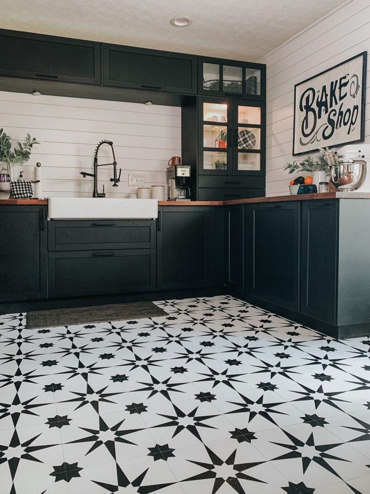 Download Wallpaper Black And White Patterned Kitchen Floor Tiles