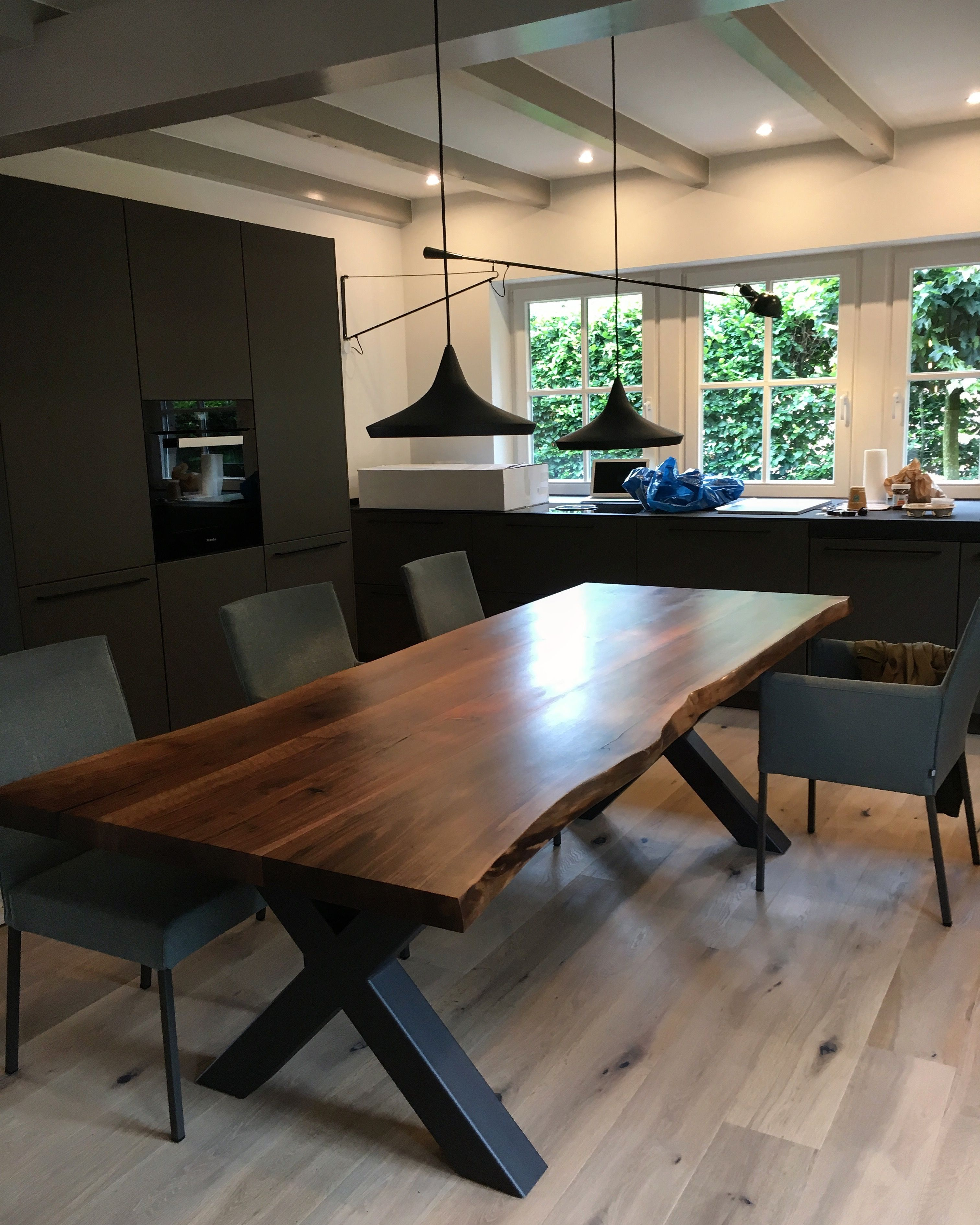 Massivholztisch / Esstisch / Baumtisch / Nussbaumtisch / Tisch / Holztisch  Aus Nussbaum Holz Mit
