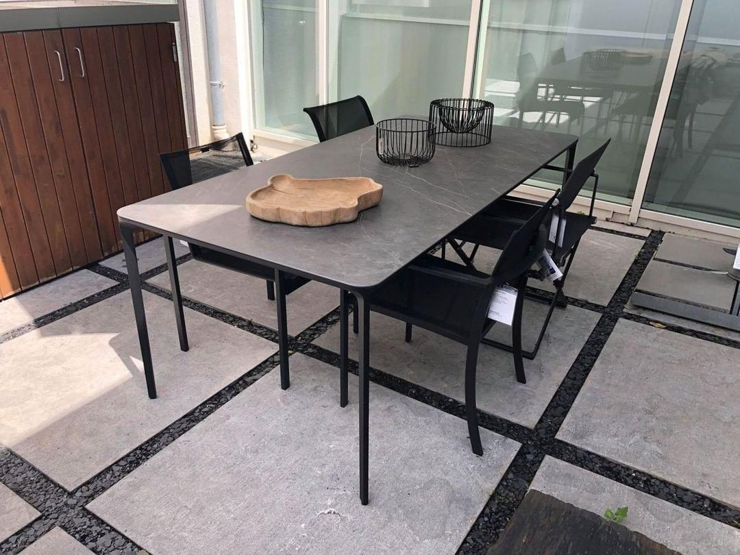 Der Outdoor Tisch Slim Von Sovetitalia Ist Mit Einer