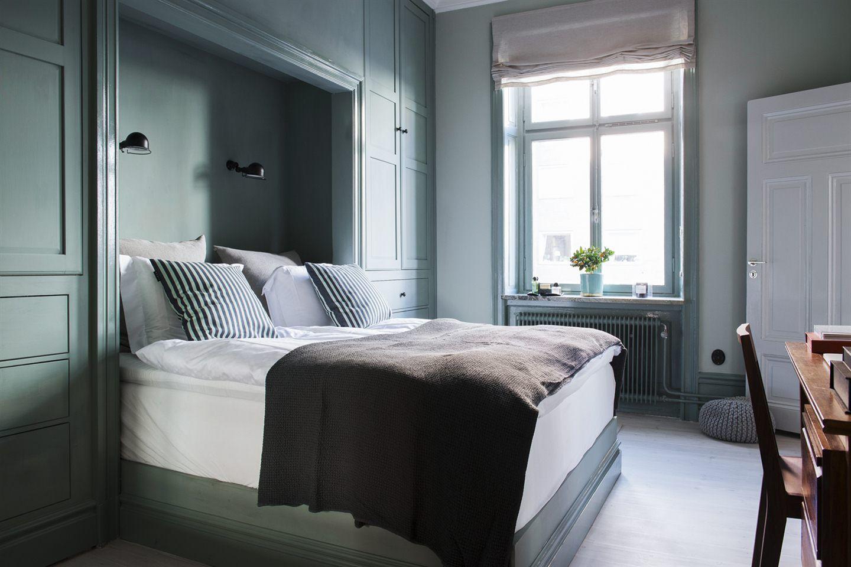 Välkommen att uppleva en totalrenoverad och osannolikt fin lägenhet som täcker det mesta. Grundinspirationen kommer från den belgiska stilen som fått en skandinavisk touch för att leva i linje med lägenhetens och fastighetens ursprung. Varenda del av bostaden har sin funktion, och inget är lämnat till slumpen. En investering i både detaljer och helhet. Det höga läget och takhöjden i lägenheten gör att ljuset obehindrat flödar in. All målarfärg i lägenheten kommer från Farrow & Ball.Funkti...