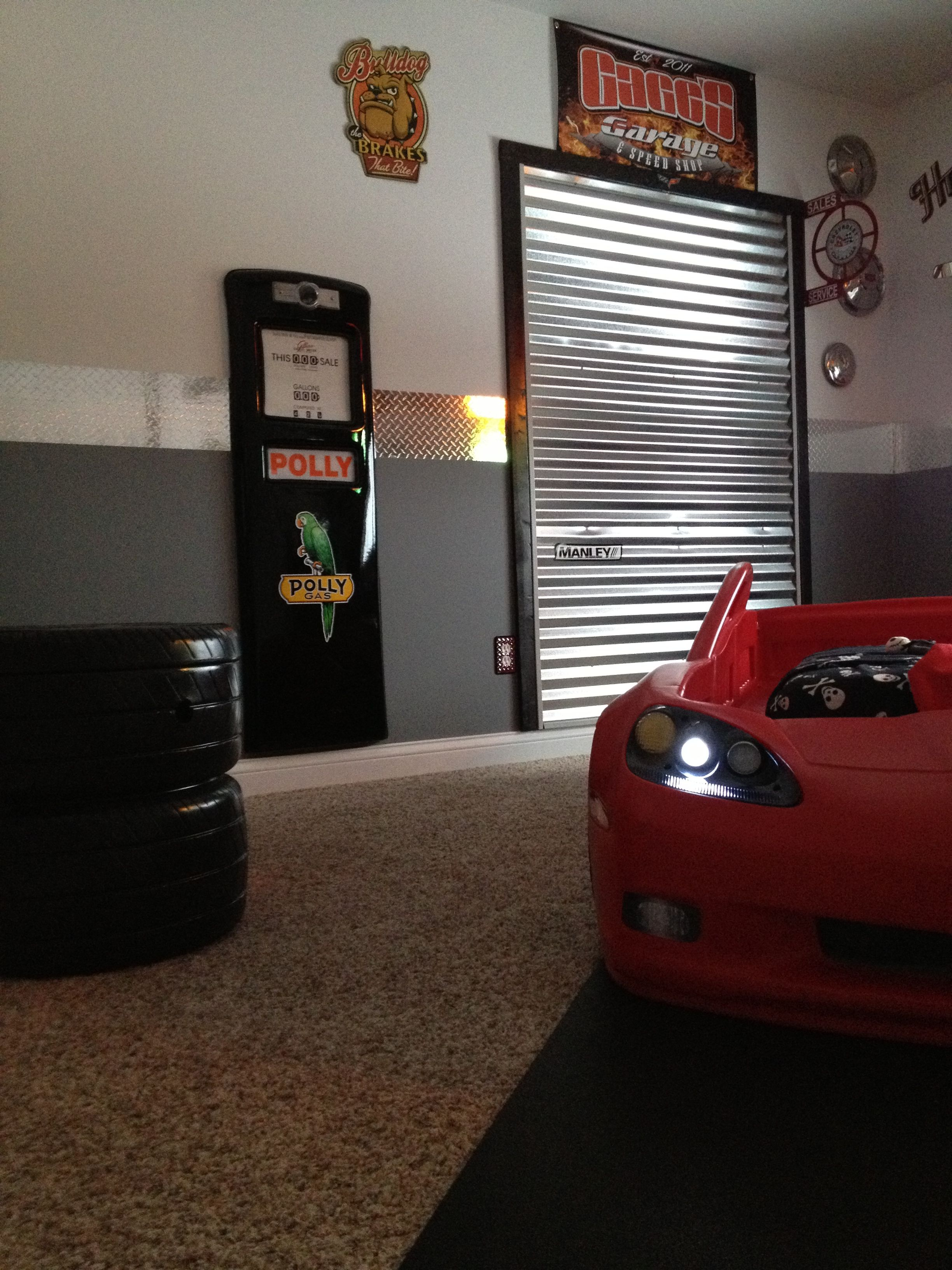 Car bedroom / garage theme minus the little boy bed of ...
