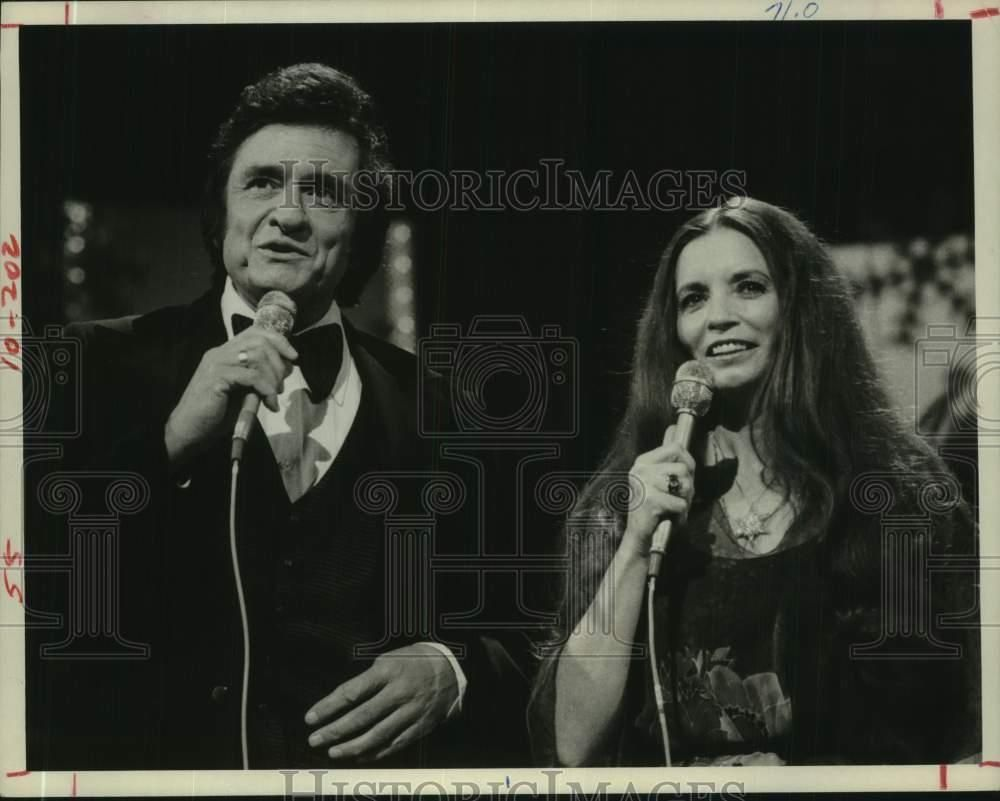 1978 Press Photo Johnny Cash and wife June Carter Cash sing on ...