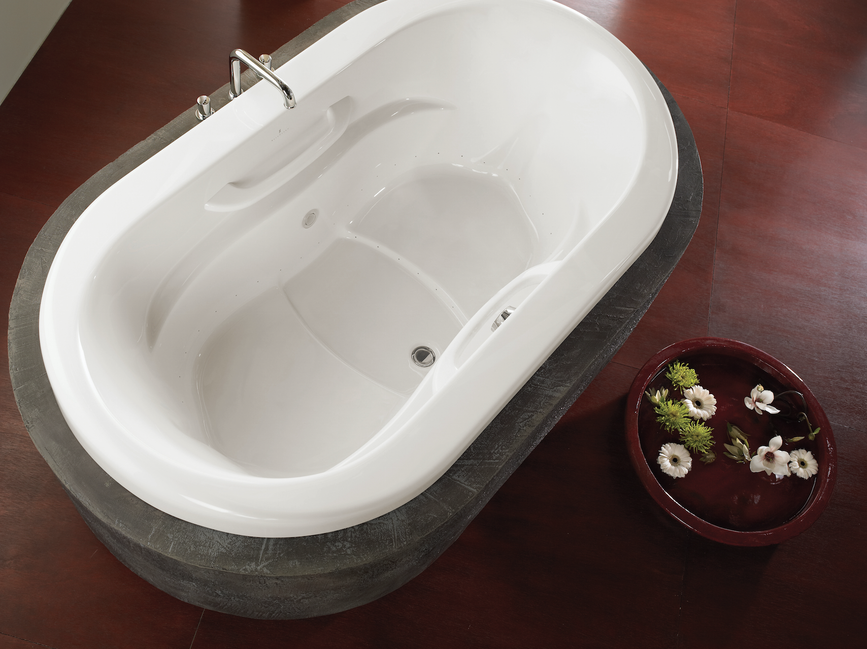 Modern, chic bathtub design with some depth! Amma® Oval by ...