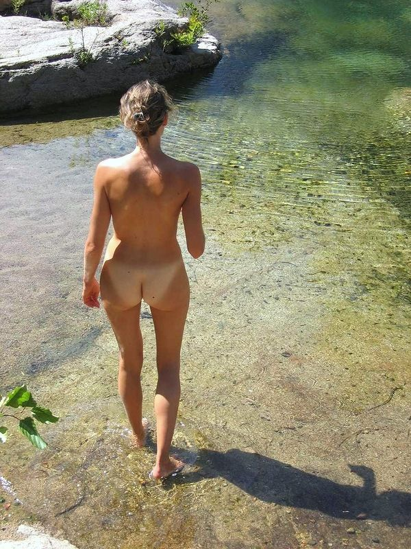 Total Naturist ass in pool