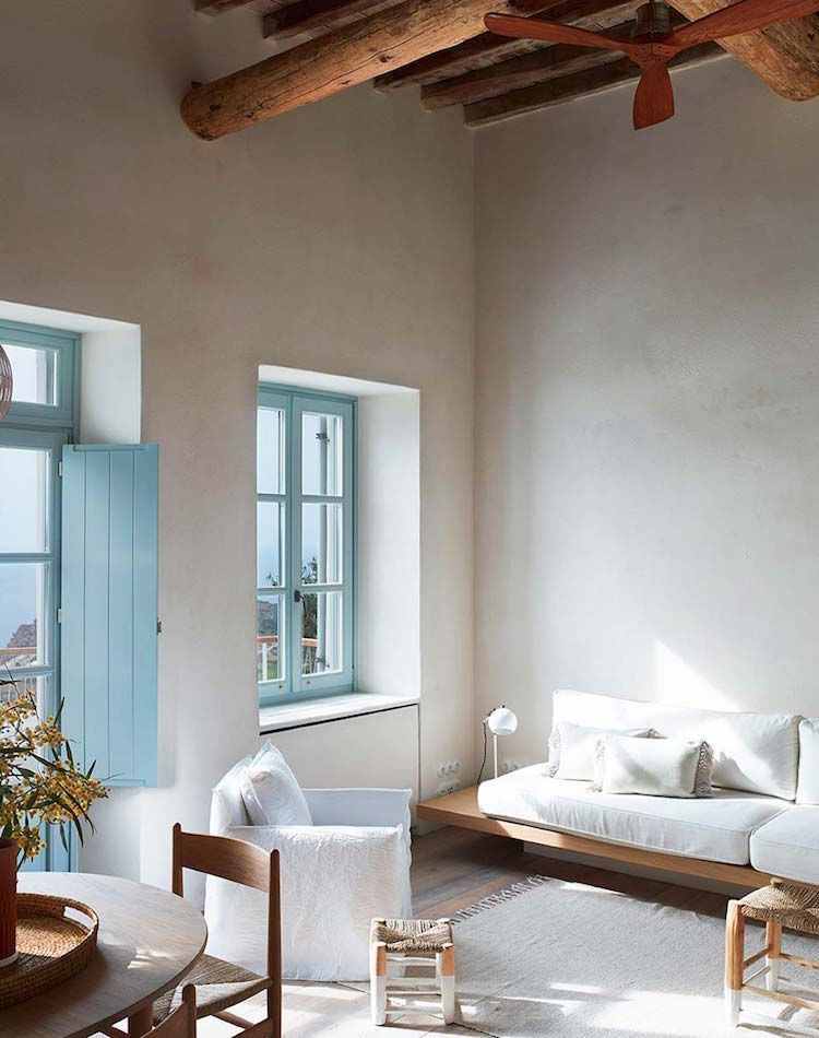 My Colors White And Warm Blue My Scandinavian Home A Summer Retreat On The Greek Island Of Milos Beach House Interior House Styles Mediterranean Homes