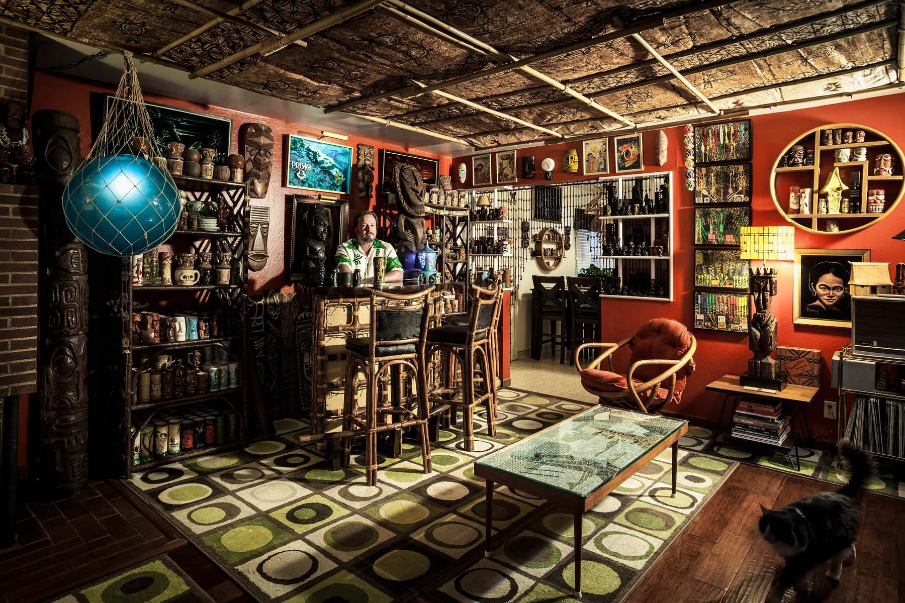 Top 10 home bars tiki bars bar and tiki decor for Tiki decorations home